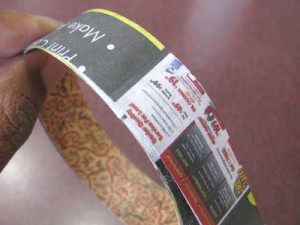 Making a paper bracelet