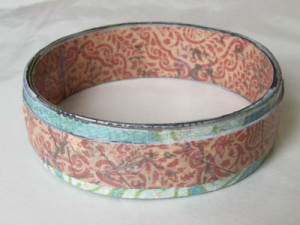 Bracelet with the contrasting strip.